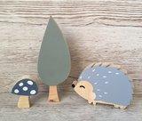 houten egel, boom en paddenstoel thema bosdieren woodland babykamer decoratie