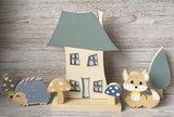 houten vosje, egel, boompje en paddenstoel thema bosdieren babykamer decoratie